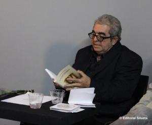 """Alejandro Fonseca durante la presentación  de su libro """"De un tiempo deslumbrado""""  (Editorial Silueta, 2011)"""