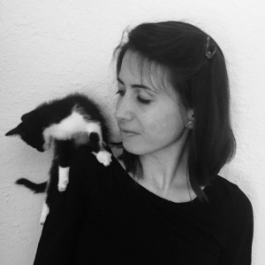 Legna Rodríguez Iglesias con su gato Foto (Foto cortesía de la autora)